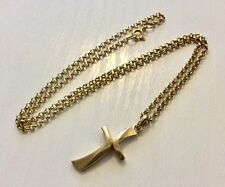 Cross Pendant & 9Ct Chain Beautiful Ladies Solid 9Ct Gold Stylish