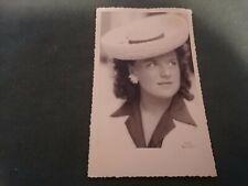 ancienne photo - jeune fille au chapeau  en pose