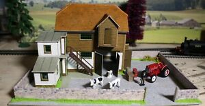 """Barn diorama with walls and free tractor """"00"""" model railway building, diorama."""