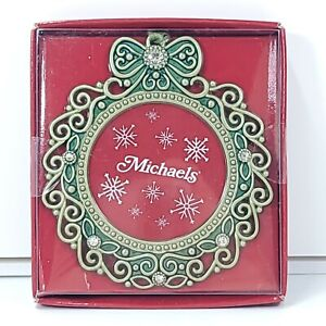 "New Michael's Christmas Wreath Shape Ornament Round Photo Frame 3"" x 3.25"""