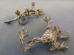 PAIR OF HALLMARKED SILVER BROOCHES FLORAL & PINK STONE & FROG & GREEN STONE