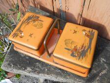 Ancienne boite Asiatique décor laque orange personnages, sur bois et métal
