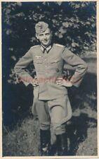 Foto, Portrait Leutnant m. Feldmütze, mit KVK2 u. Sportabzeichen; 5026-228