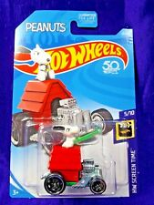 HOT WHEELS PEANUTS SNOOPY DOGHOUSE CAR HW SCREEN TIME #5/10 DIECAST 50 YEARS NEW