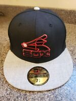 NWT--New Era 59FIFTY CHICAGO WHITE SOX-Adult Fitted Black Grey & Red Cap 7 1/4