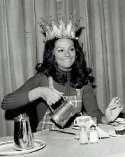1971 Original Photo pouring coffee Miss World Brazil Beauty Queen Lucia Petterle