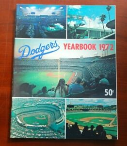 Original 1972 Los Angeles Dodgers Official Baseball Yearbook w/ F. Robinson  NM