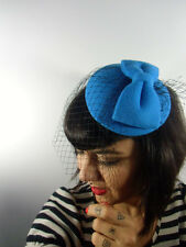Mini chapeau bibi plat rétro vintage bleu noeud feutre voilette résille pinup