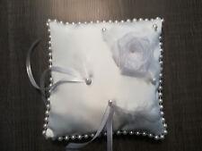 Coussin mariage neuf pour alliances blanc perles et plumes