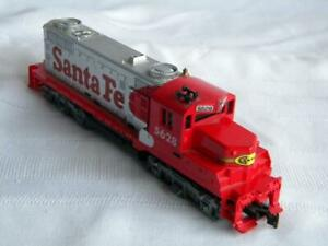 Vintage HO Scale Model Train Locomotive~TYCO~Santa Fe 5628~Hong Kong~Missin Trim