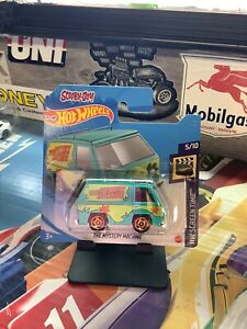 HOT WHEELS 2021 SCOOBY DOO THE MYSTERY MACHINE ON SHORT CARD MINT
