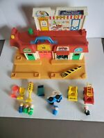 Vintage 1986 FISHER PRICE Little People MAIN STREET Set #2500 With Extras