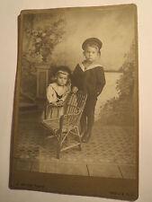 Gars am Kamp N.Ö. - 1916 - 2 Kinder Jungen in Kulisse Stuhl Mütze Matrose / KAB