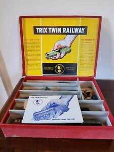 Trix Twin Railway Box Set, 16 Carriages and 1 Engine