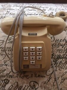 VINTAGE PUSH BUTTON CREAM PHONE