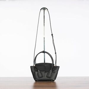 BOTTEGA VENETA 2650$ Mini Arco Top Handle Bag In Black Orthogonal Maxi Weave