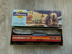 ATHEARN 1828 HO GAUGE SOUTHERN PACIFIC – S.P. DAYLIGHT VISTA DOME COACH - BOXED