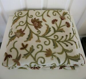 Unbranded Crewel Work Wool Green Red Floral Fabric Remnant 2.6M