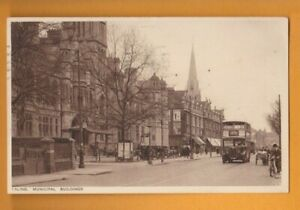 London-  Ealing Municipal Buildings.   Postcard.