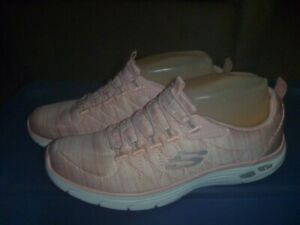LADIES - SKECHERS RELAXED FIT AIR-COLLED MEMORY FOAM PINK QUILTED SHOES - SZ 7
