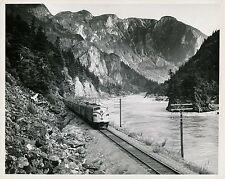 Near YALE c. 1950 - Super Continental Train Canada - GF 444