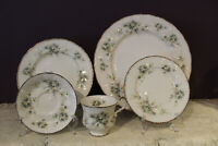 PARAGON ENGLAND 'FIRST LOVE' 5 PIECE PLACE SETTING(S)