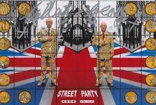 Gilbert y George mano firmado 6X4 Foto Fiesta en la calle.
