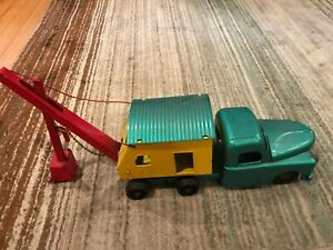 VINTAGE RED,YELLOW AND GREEN STRUCTO CONSTRUCTION MOBILE CRANE
