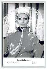 Sophia Loren (C) Swiftsure Postcard year 2000 modern print 20/97 glamour photo