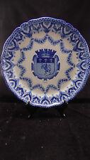 Grand plat en faience à décor des armoiries de la ville de Lyon, à identifier