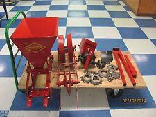 1 ROW COVINGTON PLATNER-1 ROW PLANTER WITH FERTILIZER BOX- MOUNT ON YOUR CULT.