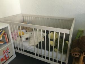 PAIDI Gitterbett / Kinderbett Mees mit Lattenrost und Matratze
