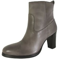 COLE HAAN women's LIVINGSTON BOOTIE Ankle Boots LEATHER Side Zip Mid Heel size 8