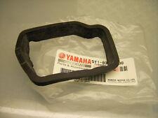 NEW ORIG YAMAHA XT 550 XT 600 TACHOMETER rev. Counter rubber damper metri BRACKET