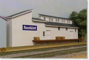 HO Scale Sunkist Packing Shed Kit by Showcase Miniatures (2009)