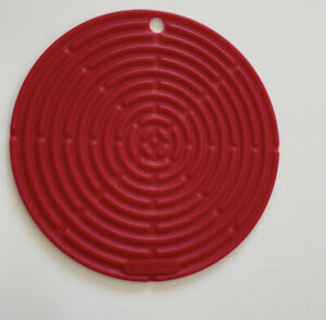 """NWOT Le Creuset Red Silicone Round Cool Tool Trivet 8"""""""