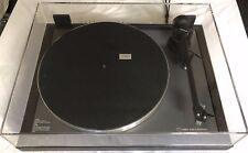 LINN AXIS Plattenspieler mit LINN AKITO Tonarm und LINN K9 Tonabnehmer.