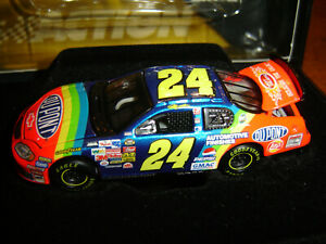 JEFF GORDON #24 DUPONT RETRO RAINBOW 2004 ACTION RCCA ELITE NASCAR DIECAST NEW