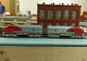 Life-Like Santa Fe Locomotive F Units Powered and Dummy HO Scale TESTED AND RUNS