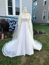 Vtg 60's 70's Wedding Dress detailed & Elegant lace Embroidered Classic Ivory
