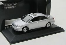 Toyota Avensis Limousine T25 ( 2003-2009 ) silber met. / Minichamps 1:43