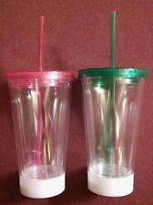 2 20oz PLASTIC GLASSES WITH LID AND STRAW AND 3 SETTING LED LIGHTS