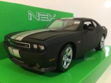 Dodge Challenger SRT 2012 Matt Black with Stripe 1:24/7 Scale Welly