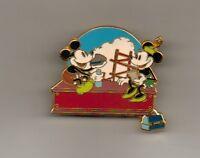 DISNEY PIN Mickey & Minnie Building a Building
