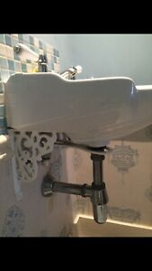 Pretty Toilet and Sink Basin Set Cloakroom Traditional  Taps & Brackets Included