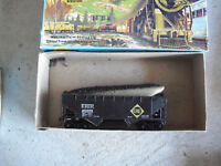 HO Scale Athearn Erie Offset Hopper Car in Box 5403