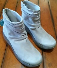 BZEES Zizzle Slouch Bootie Cream Grey Size 10M Suede Back Ankle Zip Up