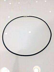 Collana cordino in caucciù nero chiusura acciaio aperto o chiuso