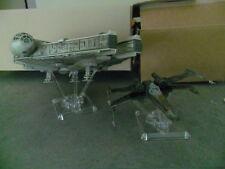 STAR WARS X-WING E MILLENNIUM FALCON ESPOSITORE DISPLAY STAND FLIGHT POSE