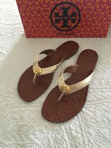 TORY BURCH Thora Gold/ GOLD LOGO LEATHER Sandal Flip Flop  Size 5 New